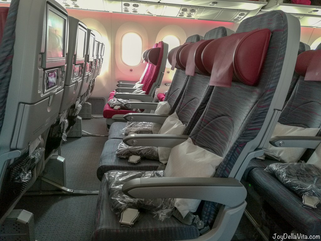 qatar airways 787 economy review